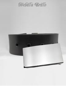 Cinturón negro mas hebilla brillo grabado nombre.