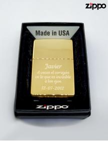 Zippo personalizado con texto, acabado dorado.