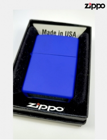 Zippo con nombre personalizado.