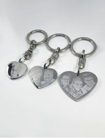Llaveros personalizados con forma de corazón.