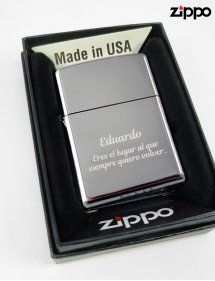 Zippo personalizado con texto y nombres.